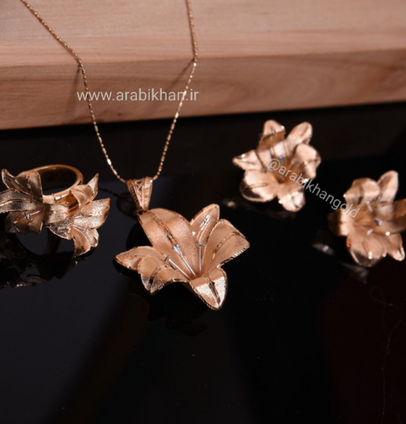 سرویس زیبای گل سوسن